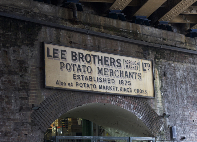 Borough-market-signs