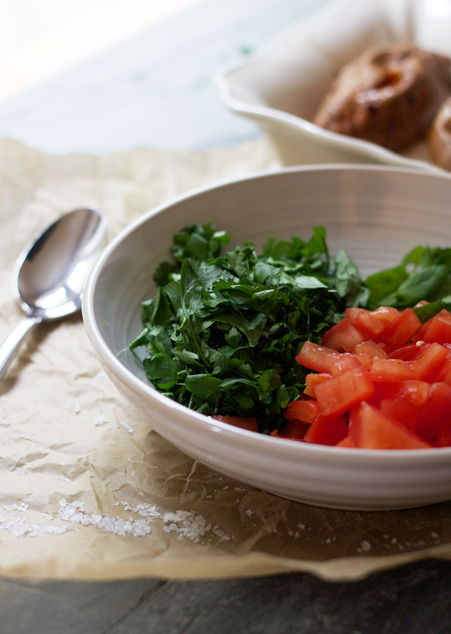 Chopped-parsley-and-tomato