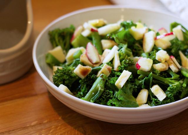 Kale-apple-and-cheddar-salad