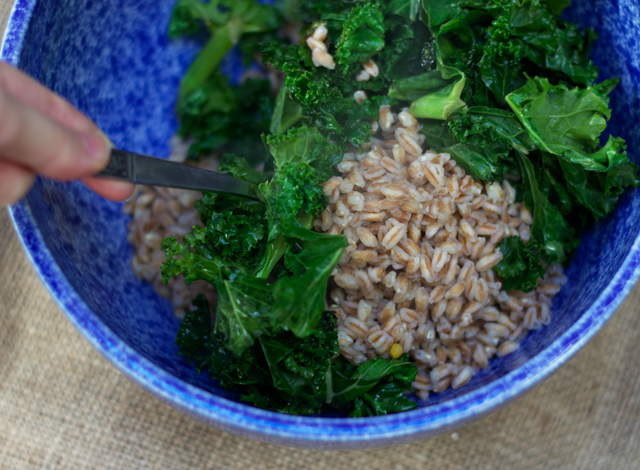 Cooked-farro-and-kale