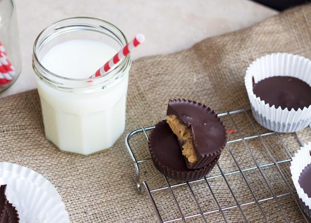 Organic-chocolate-peanutbutter-cups-2