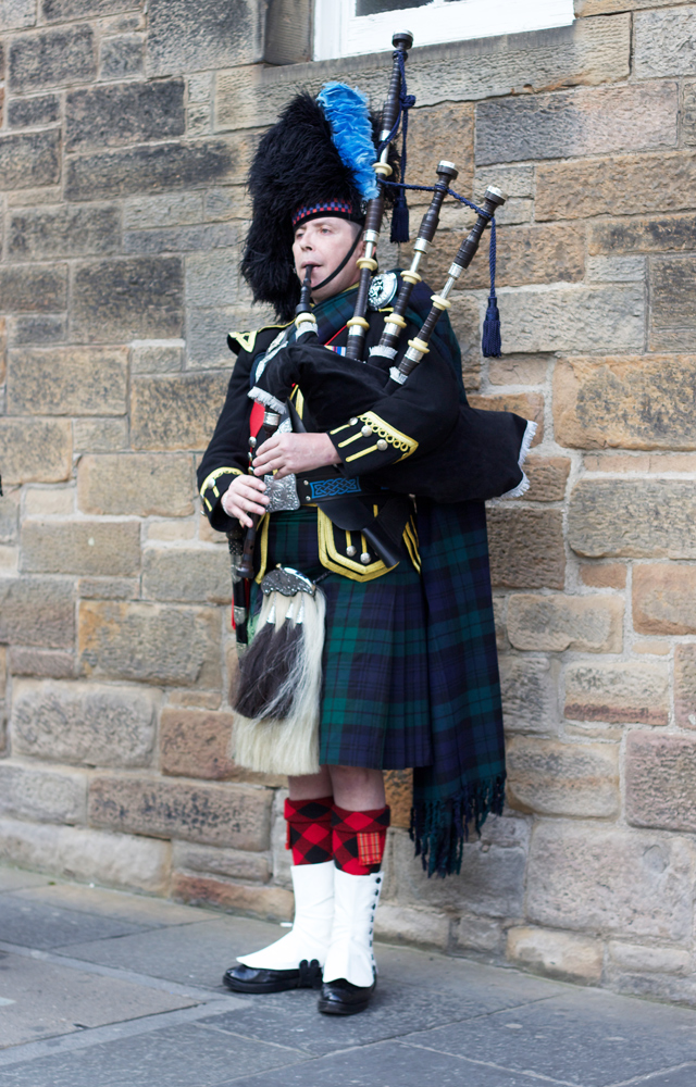 Scottish-piper