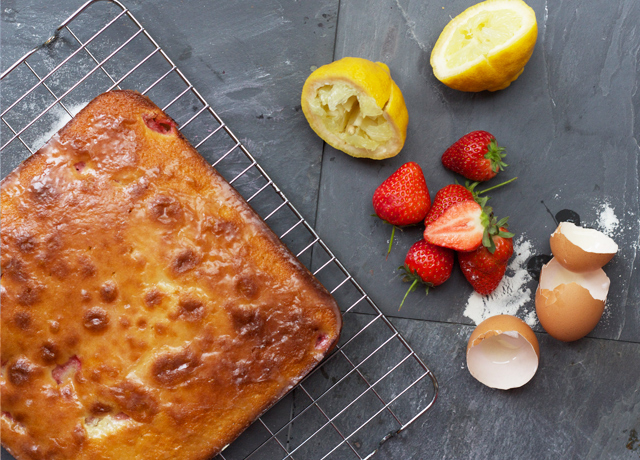 Strawberry-cake-with-lemon-glaze-2