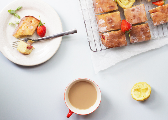 Strawberry-yoghurt-cake-with-lemon-glaze-and-tea