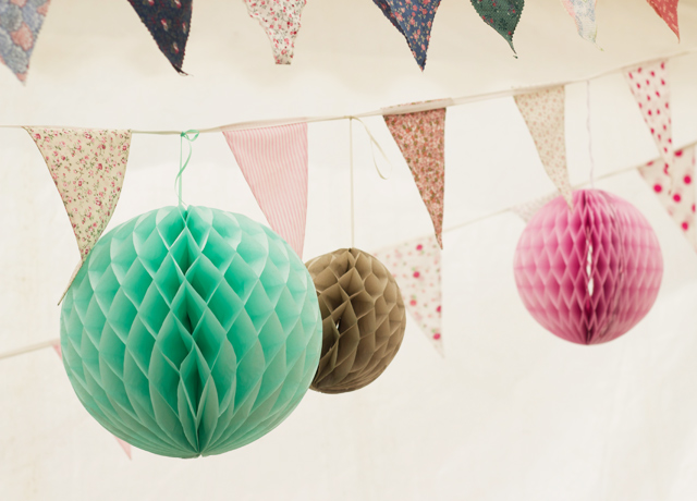 Paper-pompoms-and-bunting
