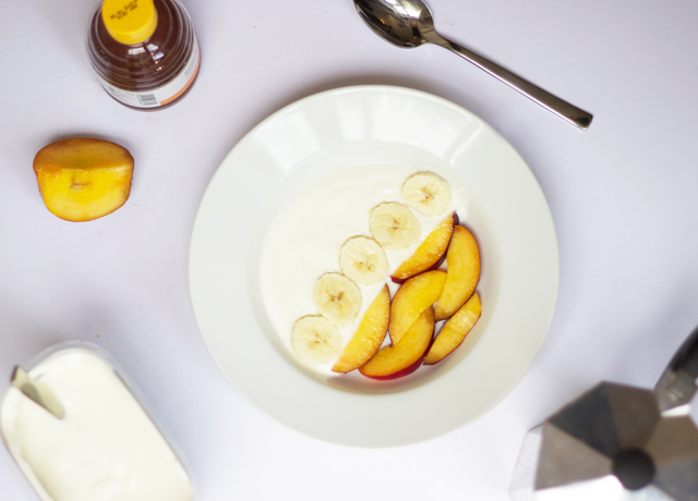Yoghurt-with-nectarine-and-banana