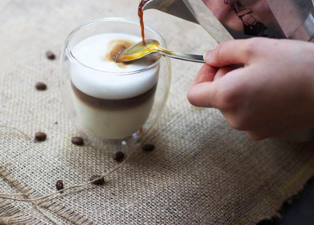 ... siap disajikan selamat menikmati langkah langkahnya layered latte