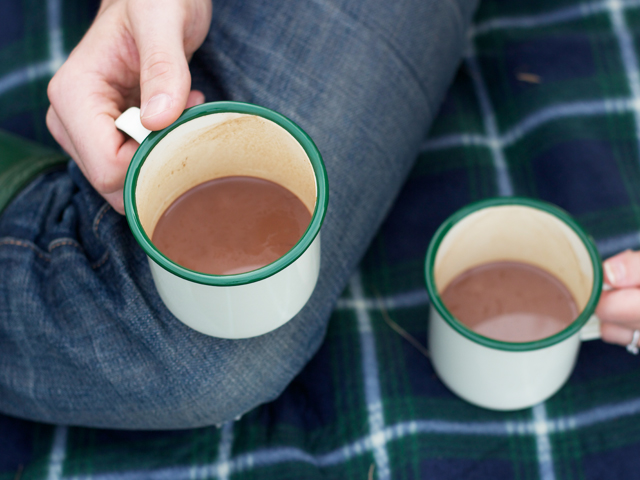Hot-chocolate-in-tin-mugs