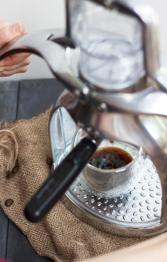 Making-espresso-with-ROK