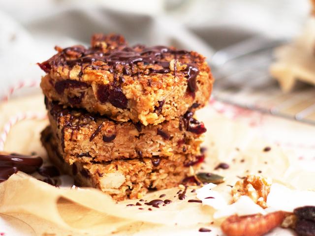 Cranberry-and-macadamia-granola-bars