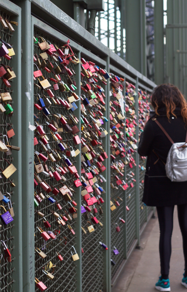 Cologne-padlock-bridge