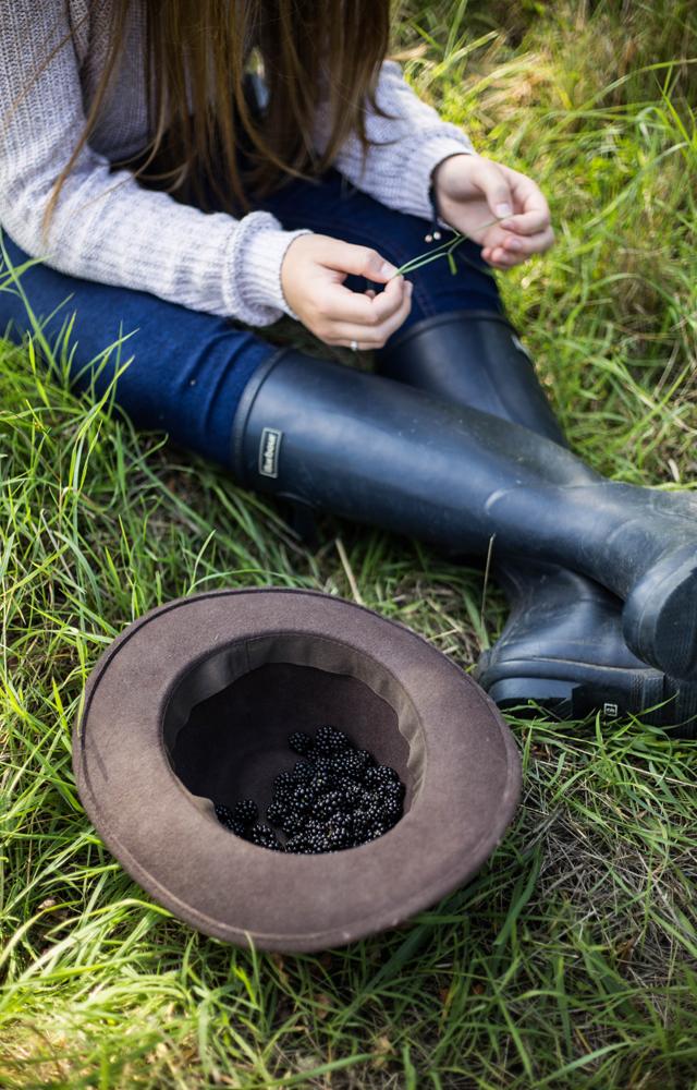 Cider-with-Rosie-Autumn-blackberry-picking-5