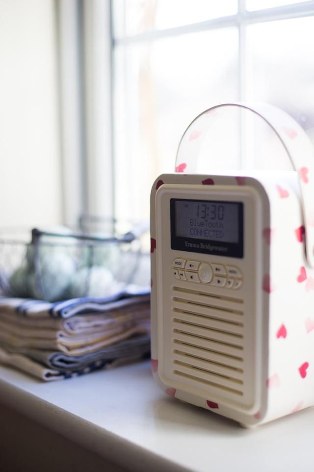 Cider-with-Rosie-VQ-Emma-Bridgewater-vintage-radio-4
